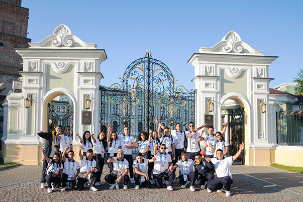 La seleccion Colombia WorldSkills realizó intercambio cultural con One School – One Country en Rusia