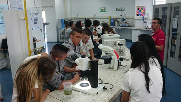 Hacen parte de la estrategia SENNOVA, generando capacidad en innovación e investigación aplicada principalmente en los estudiantes de la educación básica y media.